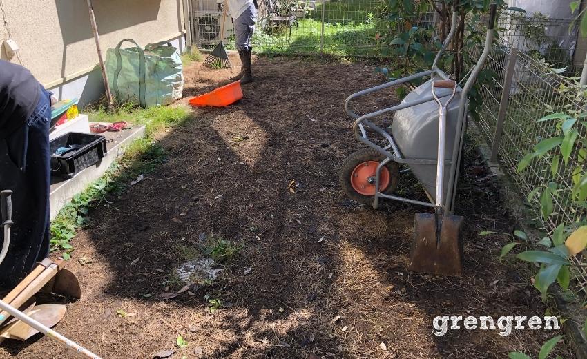 砂利敷きのための地面づくり