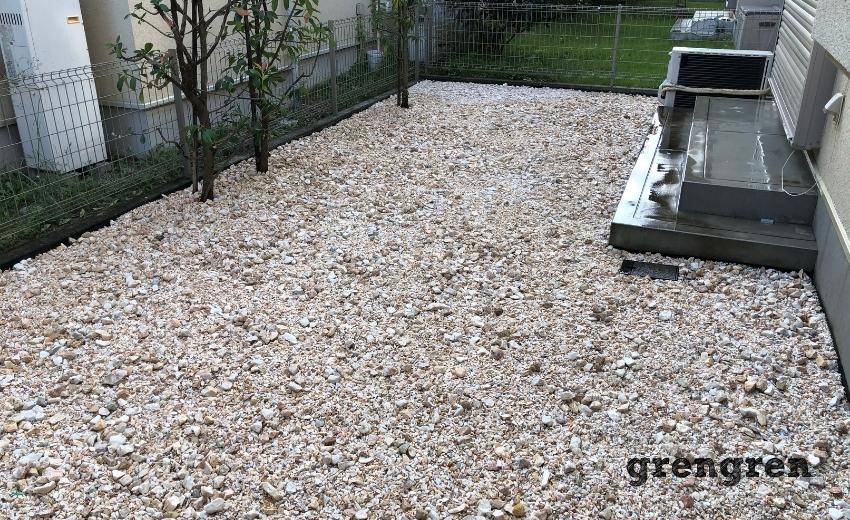 いろんな大きさと色合いの砂利が素敵なオシャレな砂利敷きのお庭づくり
