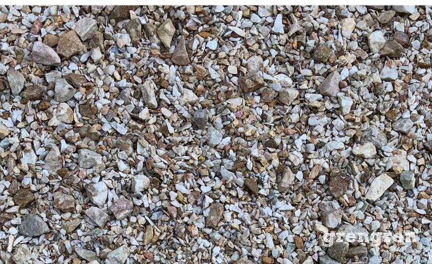 いろんな大きさの砂利が混ざったオシャレな砂利