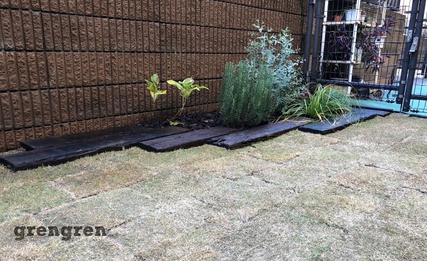 完工した杉並区の芝生と枕木花壇の庭づくり