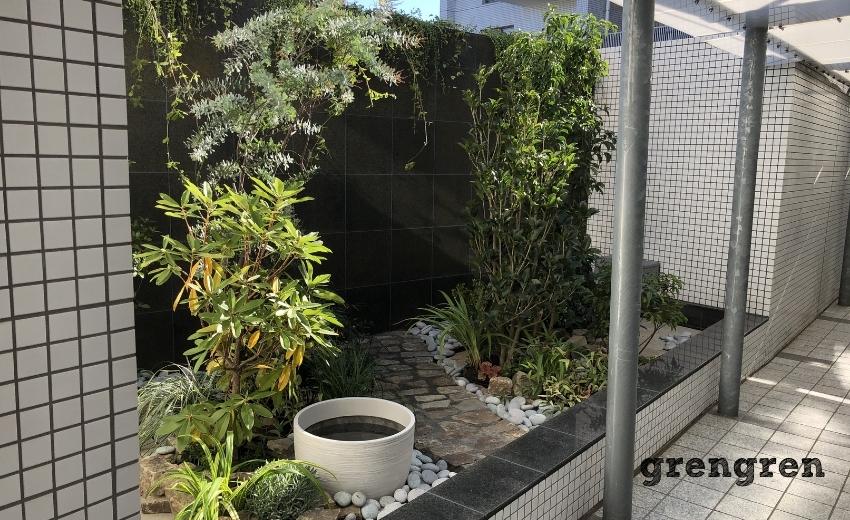 完工を迎えた世田谷マンションのナチュラルガーデンの庭づくり