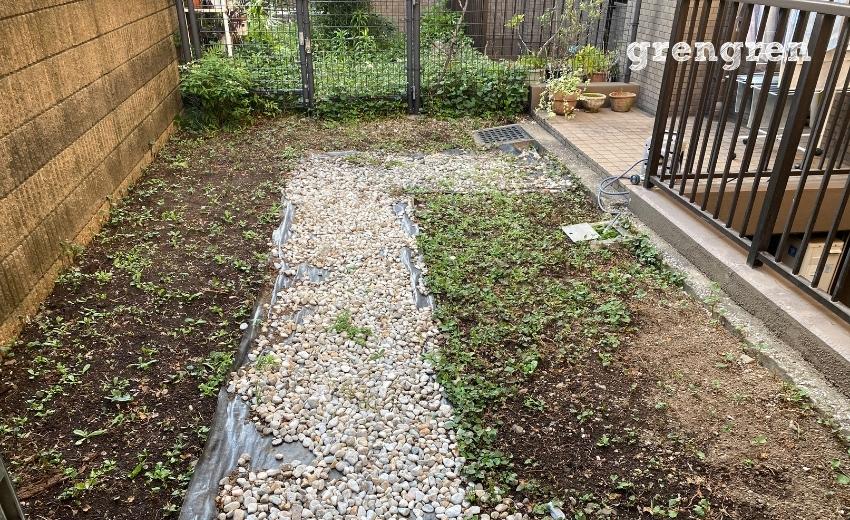 芝生と枕木花壇の庭づくりの施工前の状態