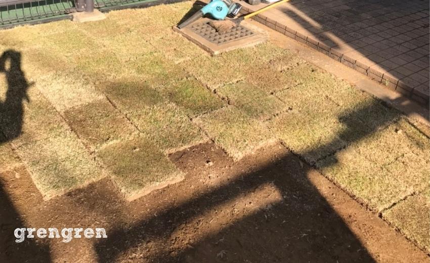 杉並区で施工する芝生と枕木花壇のナチュラルガーデンの庭づくり