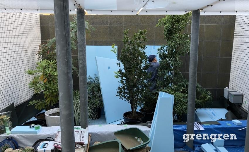 世田谷マンションのナチュラルガーデンの庭づくりの植え込み前景