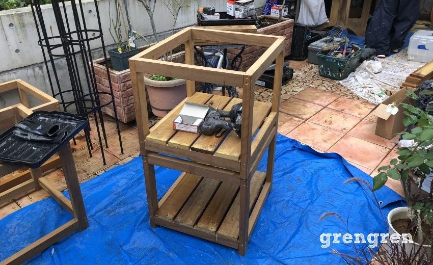 ハードウッドを使った鉢植えカバーの組み立て工程