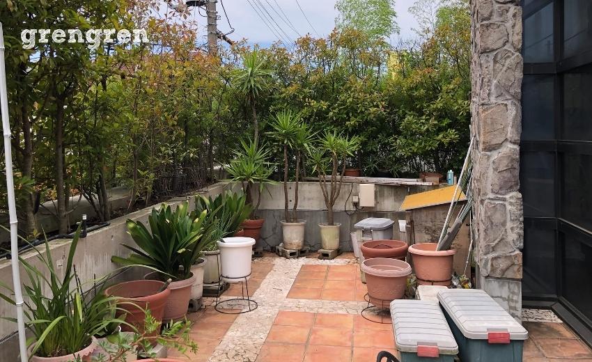 世田谷区の個人邸の2階のバルコニーのお庭
