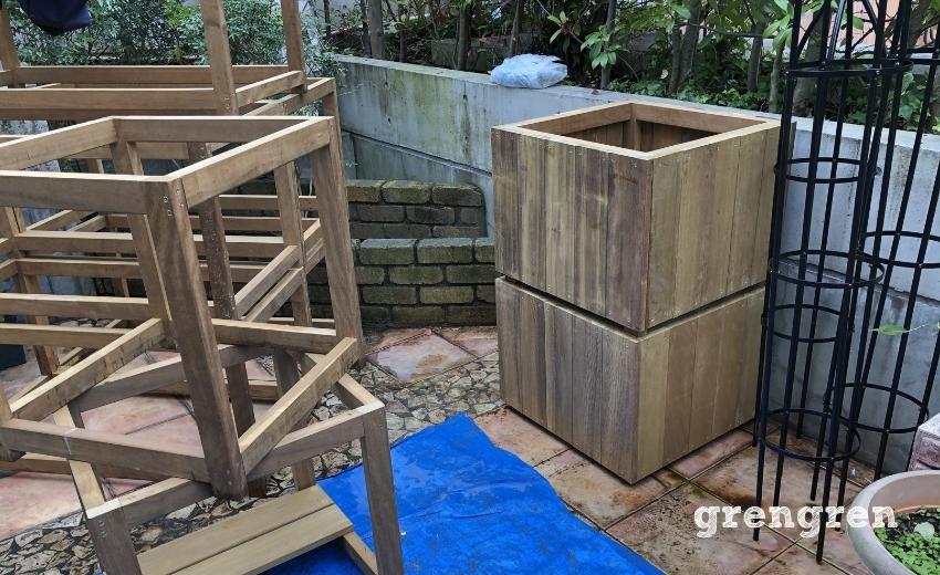 次々と完成していくハードウッドの鉢植えカバー