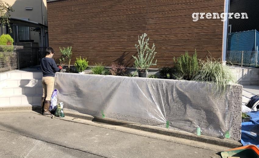 狛江市の新築住宅の植栽作業