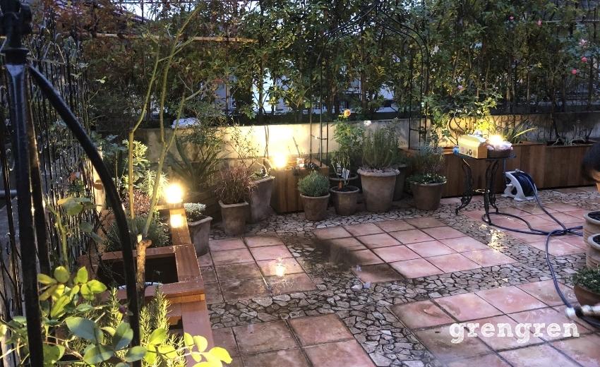 ガーデンライトが完成した世田谷ローズガーデンの最終確認