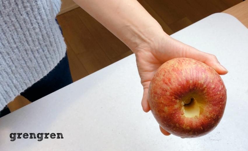 芯をくり抜いたりんごを使ったクリスマスレシピの提案