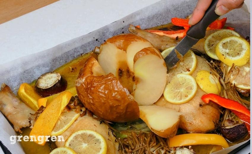 丸ごとりんごを切り分けてクリスマスレシピの完成