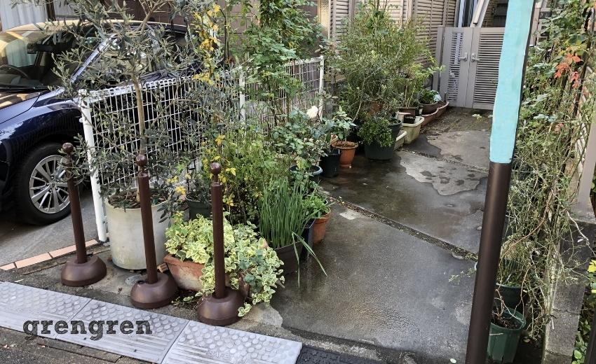 中野区でおしゃれな備長炭のようなレンガを使った花壇づくりをする予定地