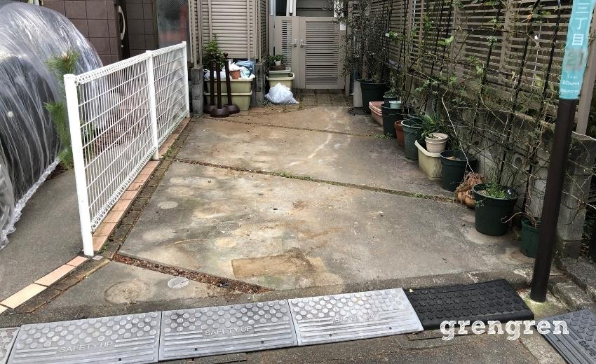 鉢植えなどを移動させて整ったレンガ花壇をつくる土間
