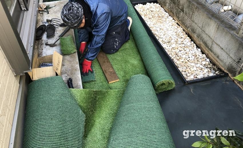 調布市の庭で施工した人工芝の貼り方