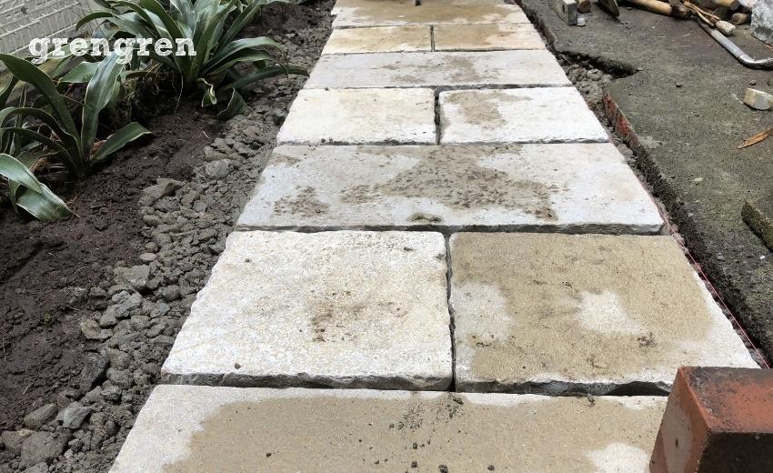 自然石の平板の仮置き作業