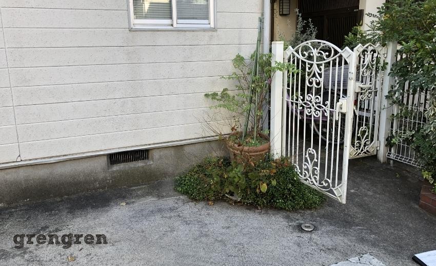 世田谷区の住宅の駐車場の植物