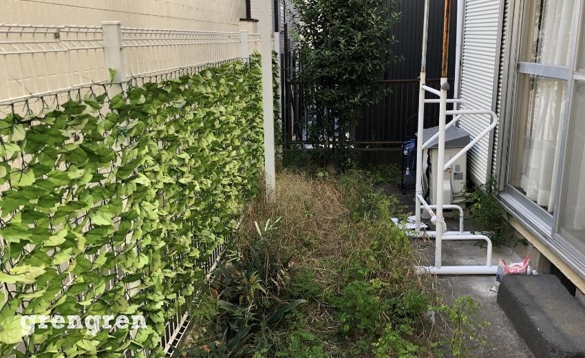 雑草でいっぱいになった世田谷の個人邸のお庭