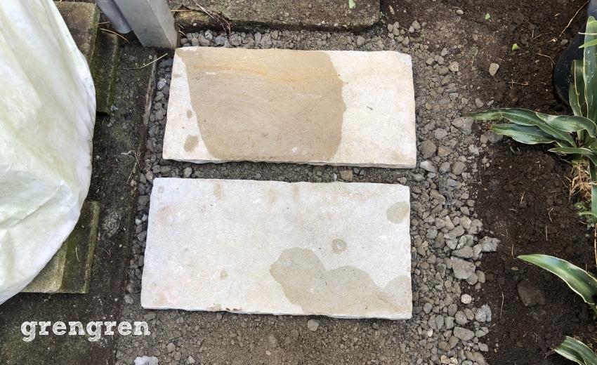 おばちゃんが散歩出来るように自然石の平板を設置するお庭づくり