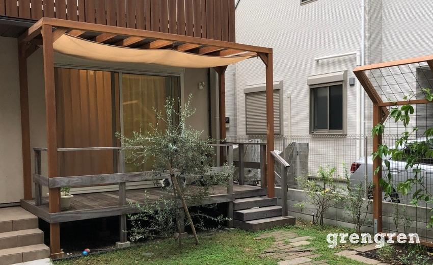武蔵野市で庭づくりを行った日除けがある木製パーゴラ