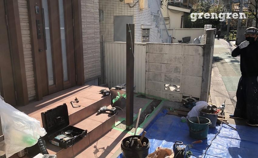 豊島区で施工している自転車置き場をつくるための機能ポール設置工事