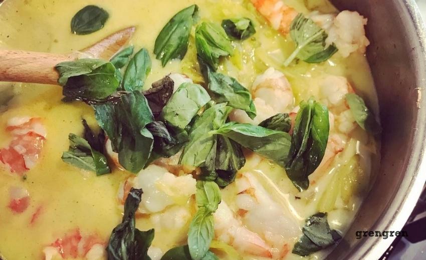 春キャベツとエビのココナッツスープ
