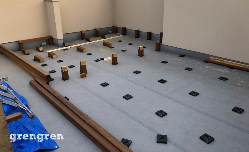 二日目を終えた世田谷区の個人邸のウッドデッキの施工
