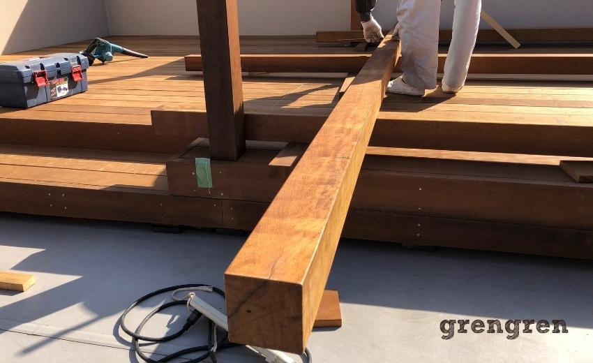 パーゴラの梁に使うための材木は90角