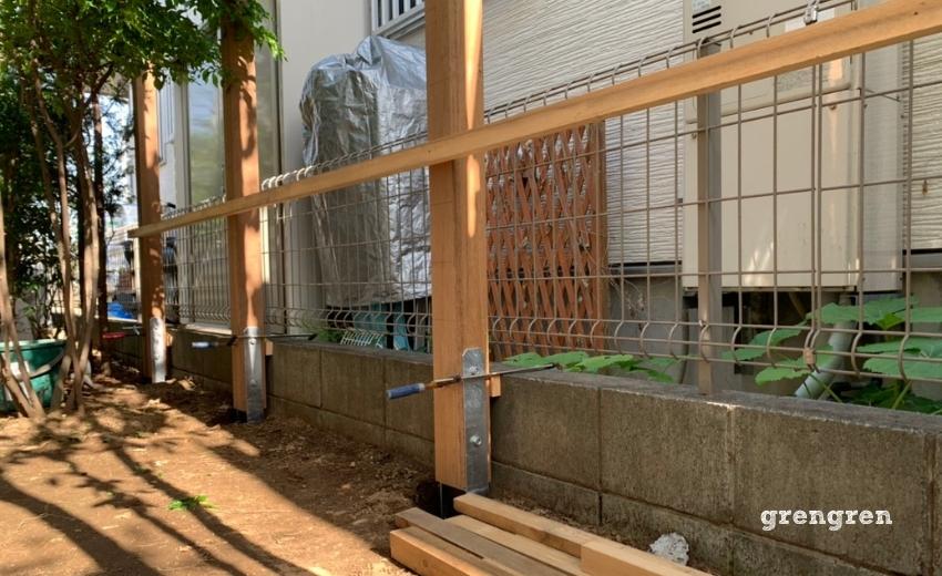 ウッドフェンスの支柱を一定に設置するやり方