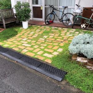 お庭と駐車場を兼ねた杉並区のナチュラルガーデンの庭づくり
