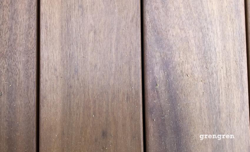 裸足でも歩けるウッドデッキのための材木イタウバ