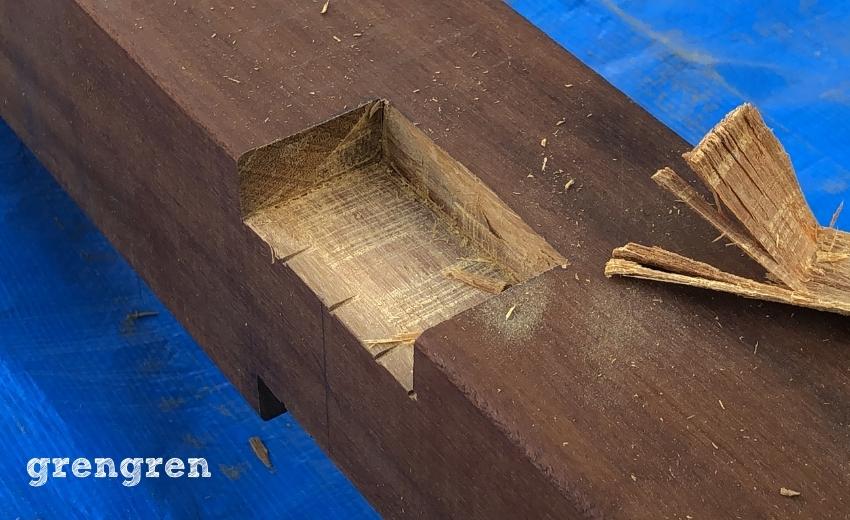 梁同士を連結させるための加工を行った材木