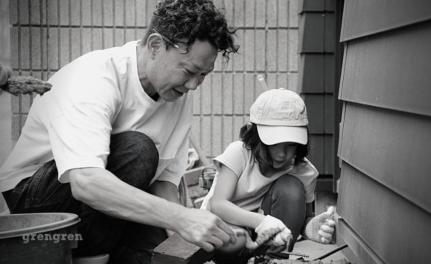 子どもと一緒に庭づくりを行う造園会社ぐりんぐりん横田