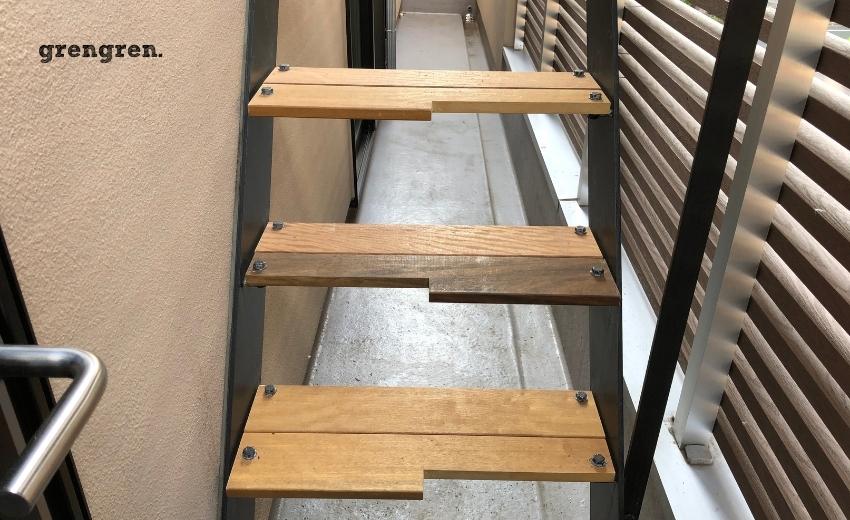 階段のステップを交換した外階段