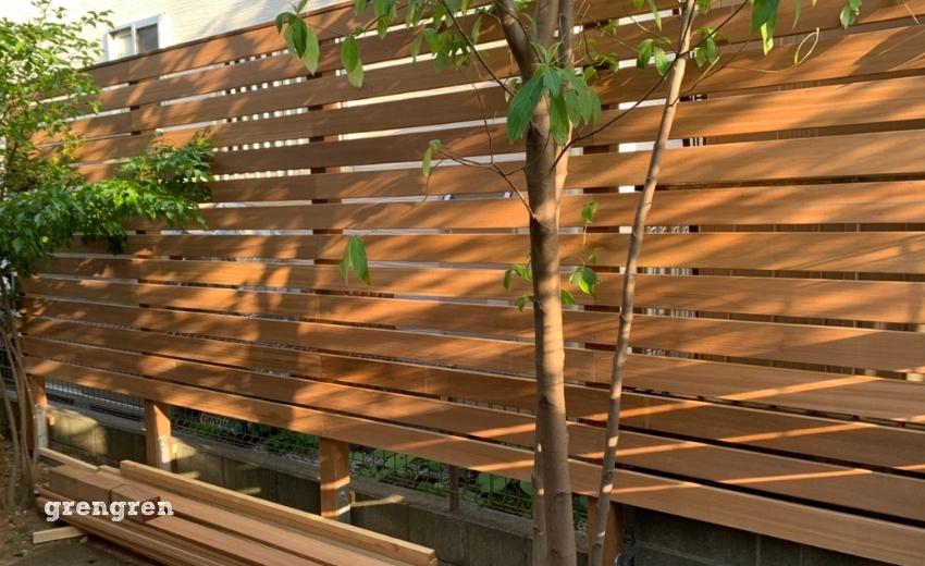 木漏れ日がウッドフェンスにうつる最高のロケーション