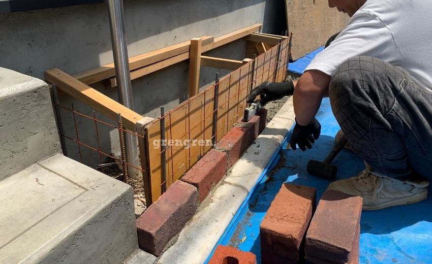 レンガを立てて設置するための施工方法