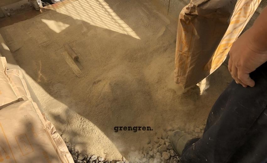 さらさらとした普通の砂っぽい風合いの固まる土