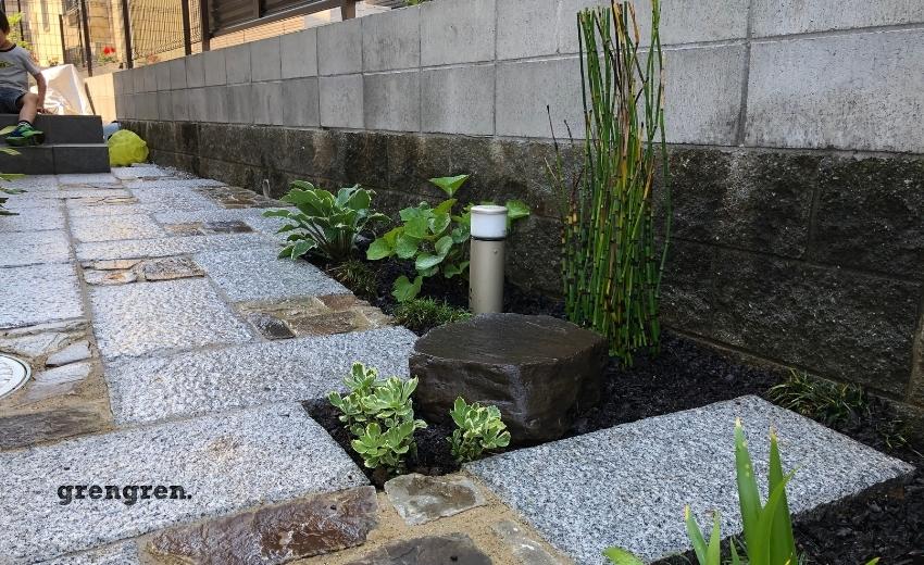 町田市の個人邸の玄関アプローチの植栽