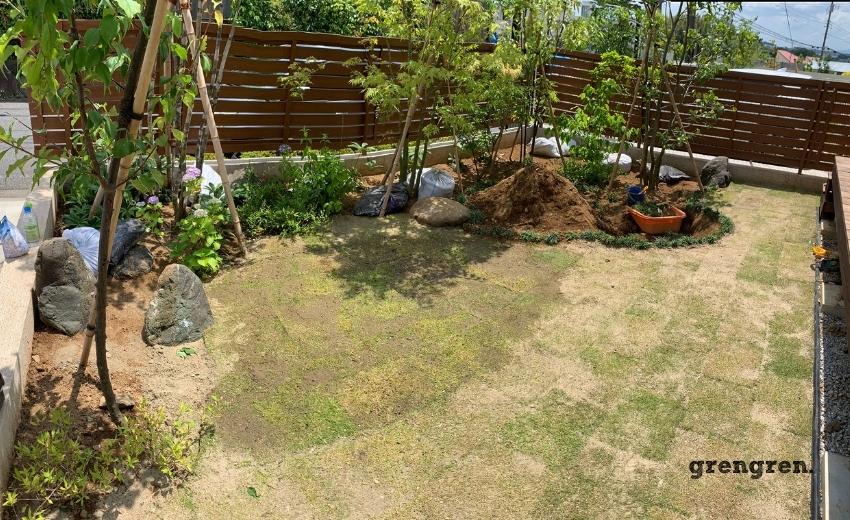 町田市の個人邸の芝の張替え作業完工