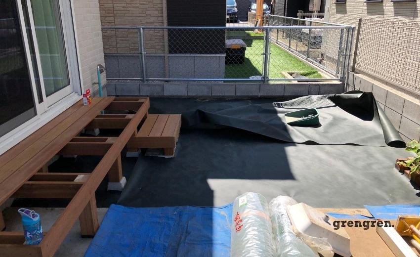 人工芝の防草シートの設置工のコツ