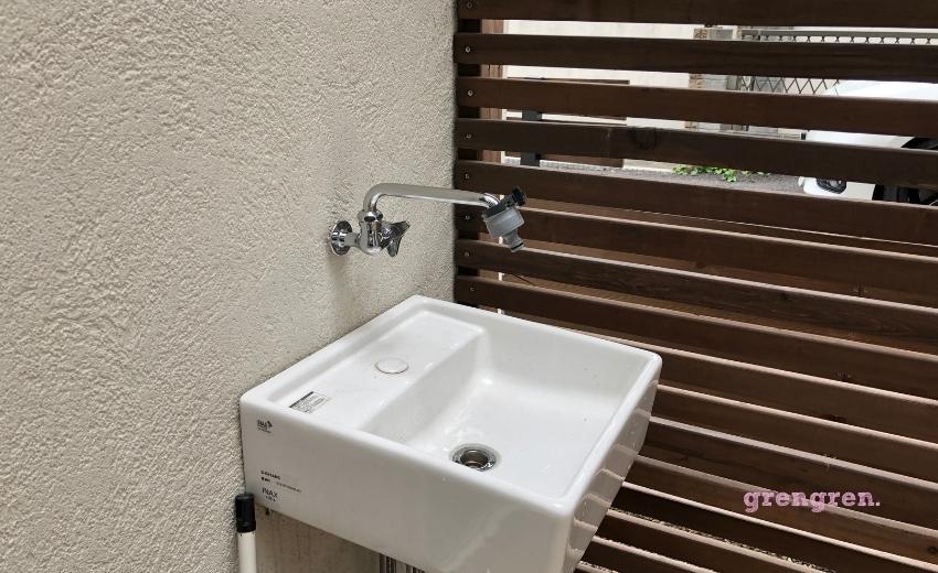 世田谷区の個人邸の中庭になる一口水栓の蛇口