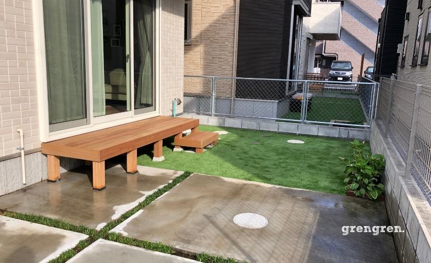 縁側デッキと人工芝の子供のためのお庭づくり