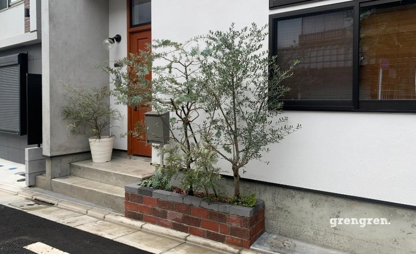 世田谷区の新築個人邸のレンガ花壇と植栽工事